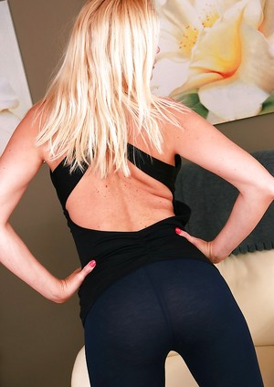 Tits in Yoga Pants Pictures