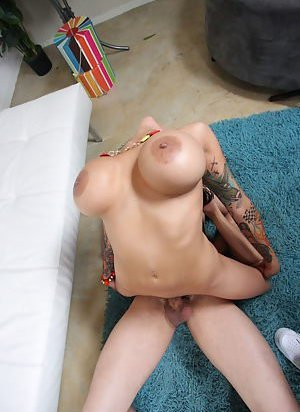 Flexy Big Tits Girls Pictures