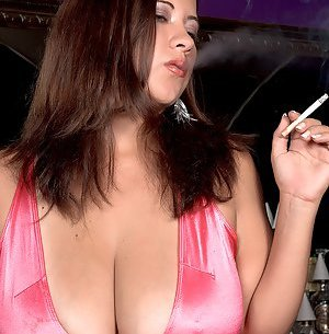 Smoking Big Tits Pictures