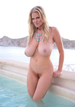 Wet Pussy and Tits Pictures